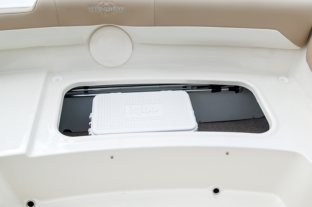 182sc_rear_seat_storage_cooler