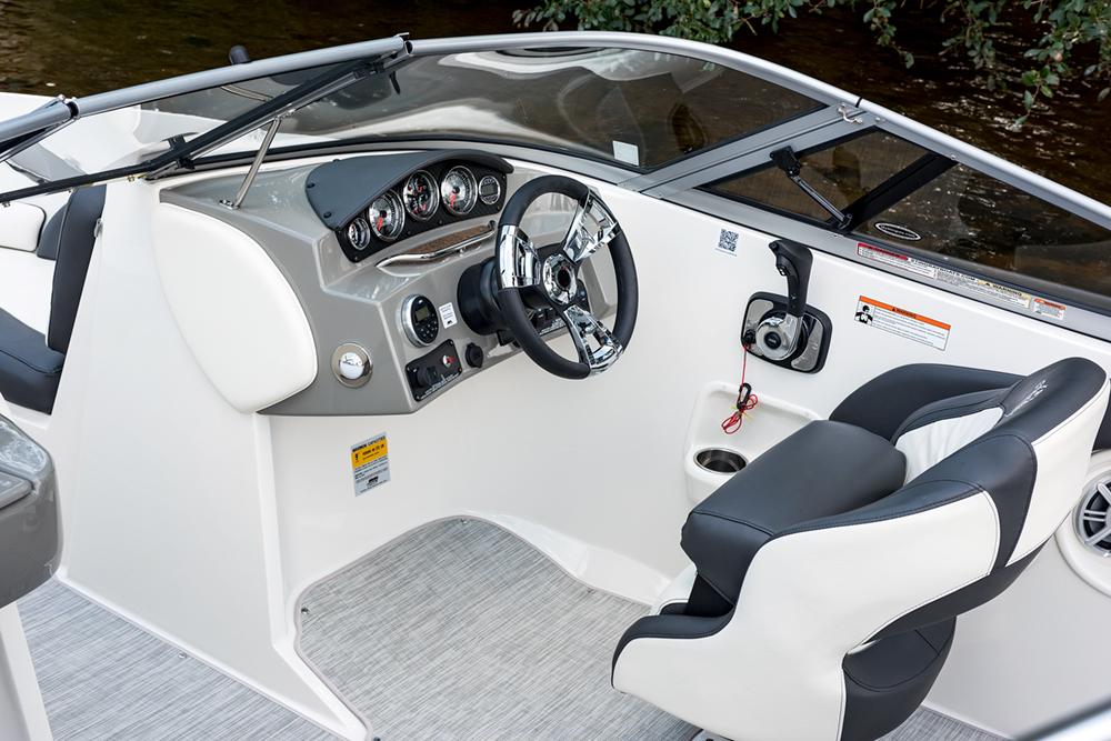 208lr_cockpit_area